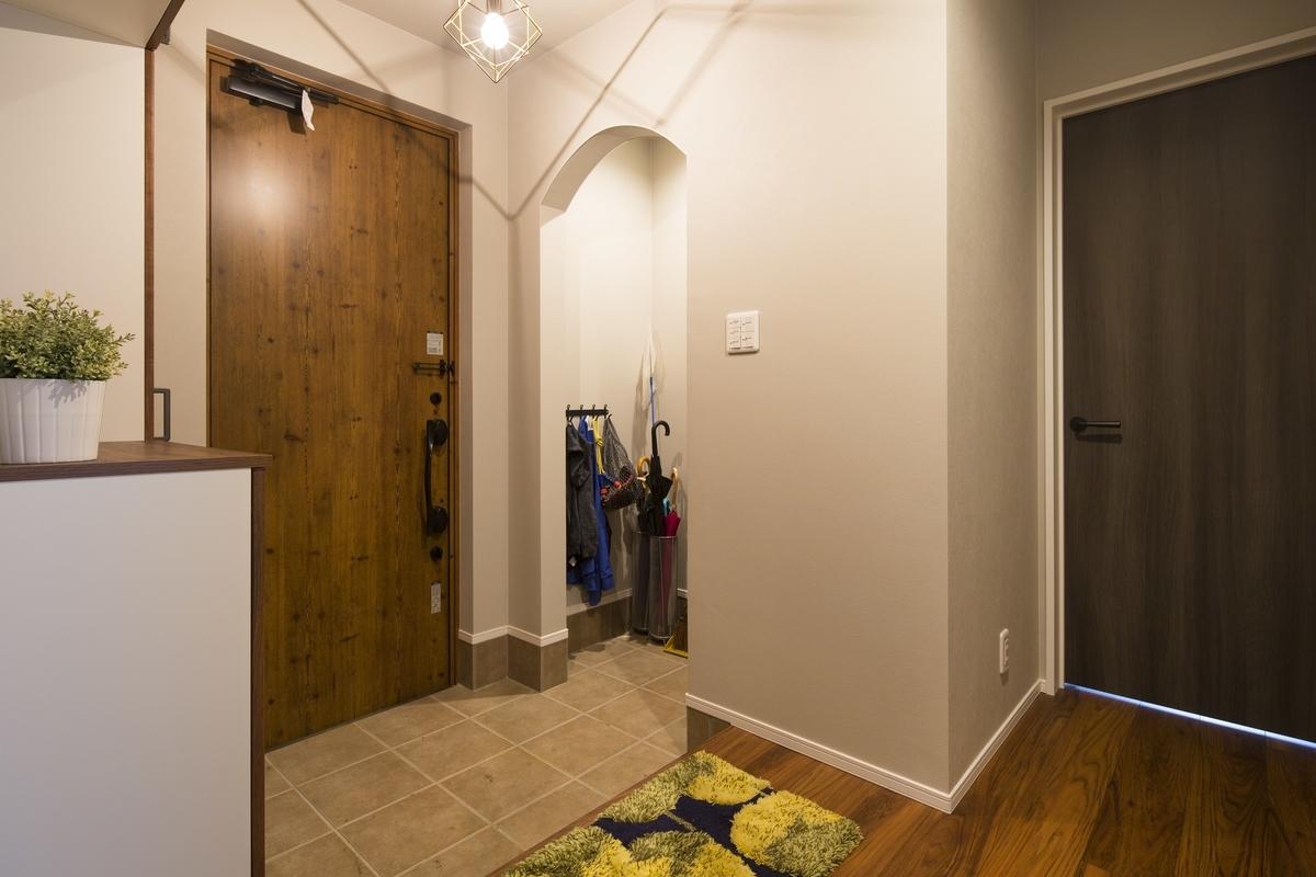 下がり壁を設けた玄関/注文住宅実例