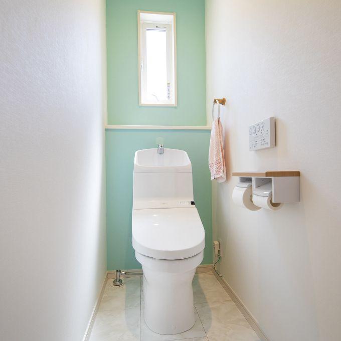 アクセントクロスがかわいらしいトイレ/注文住宅実例