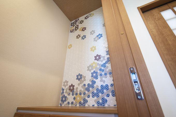 デザインタイルをアクセントにしたトイレ/注文住宅実例