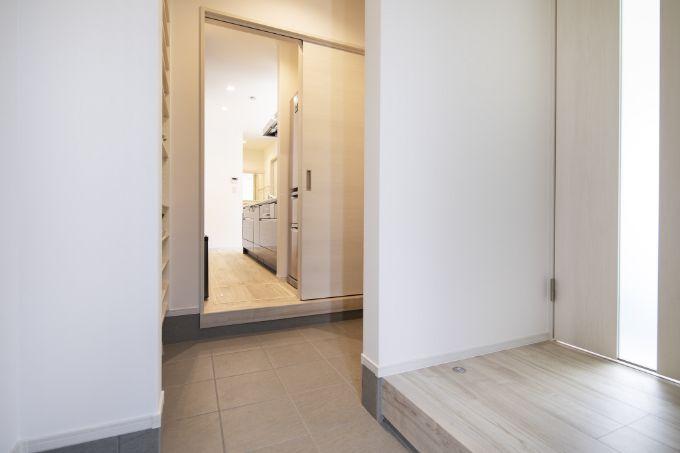 来客と家族で動線を分けられる玄関/注文住宅実例