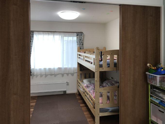 将来扉で仕切って使うことのできる子ども部屋/注文住宅実例