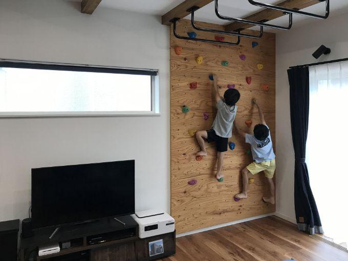 クライミングウォールと雲梯のあるリビング/注文住宅実例