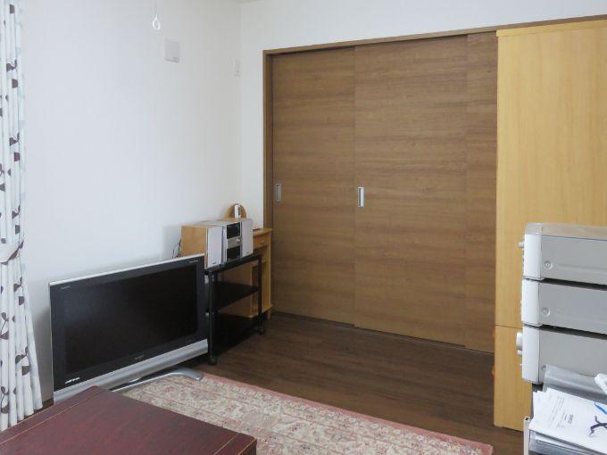 リビングと主寝室をつなぐ三枚扉/注文住宅実例