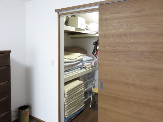 布団をおけるスペースのウォークインクロゼット/注文住宅実例