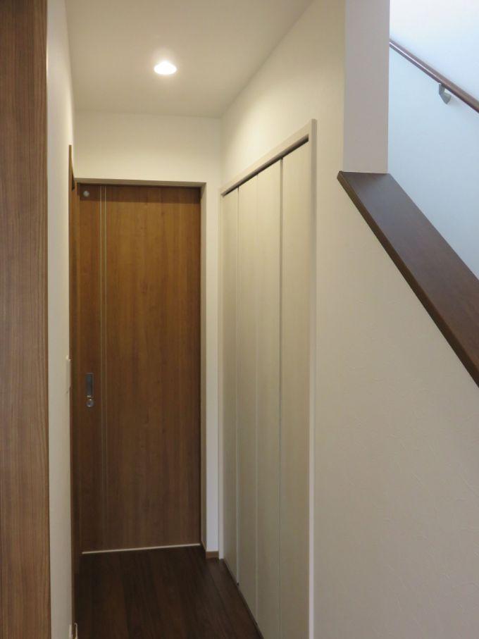 階段下に設置した収納/注文住宅実例