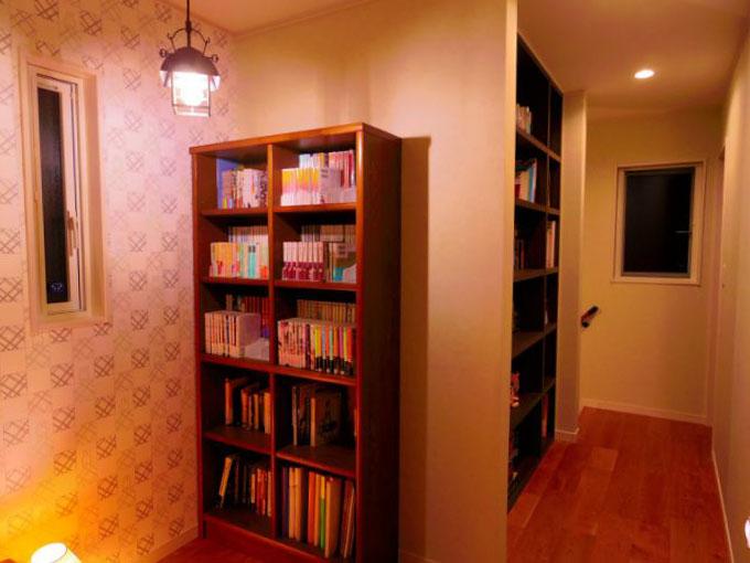机や椅子を置けるスペースのある書斎/注文住宅実例