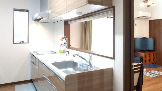 ドアとロールスクリーンを取り入れたキッチン/注文住宅実例