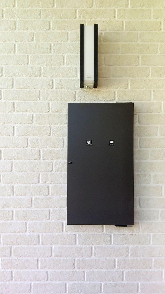 玄関に設置した宅配ボックス/注文住宅実例