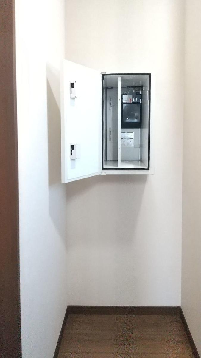 家の中から受け取りのできる宅配ボックス/注文住宅実例