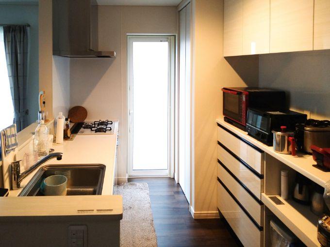 白を基調として明るい印象のキッチン/注文住宅実例