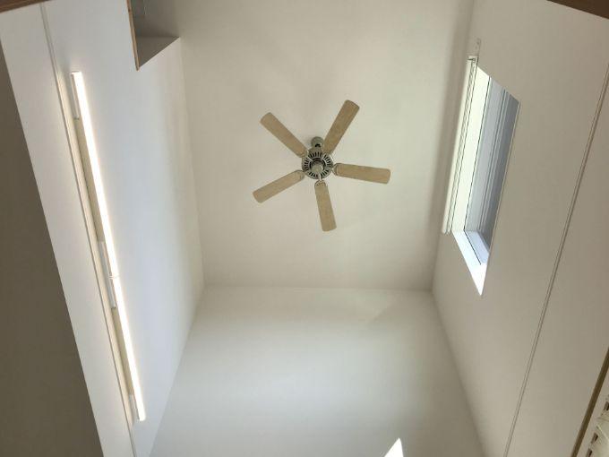 吹抜け上部に設置したシーリングファン/注文住宅実例