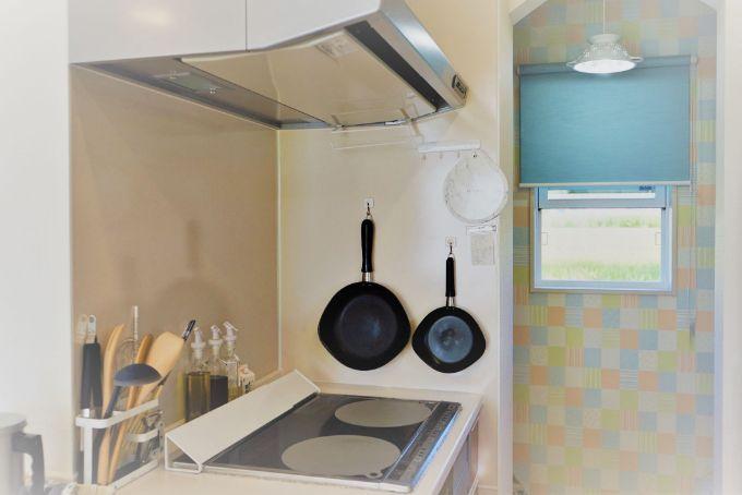 アクセントクロスでカラフルなキッチン/注文住宅実例