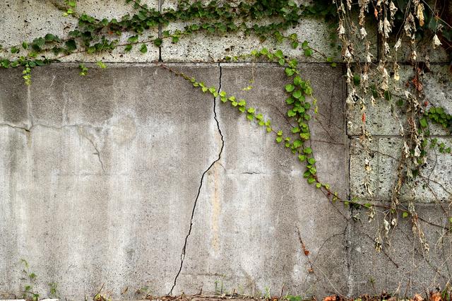古い擁壁のイメージ
