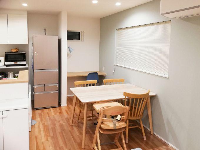キッチンと横並びにしたダイニングテーブル/注文住宅実例