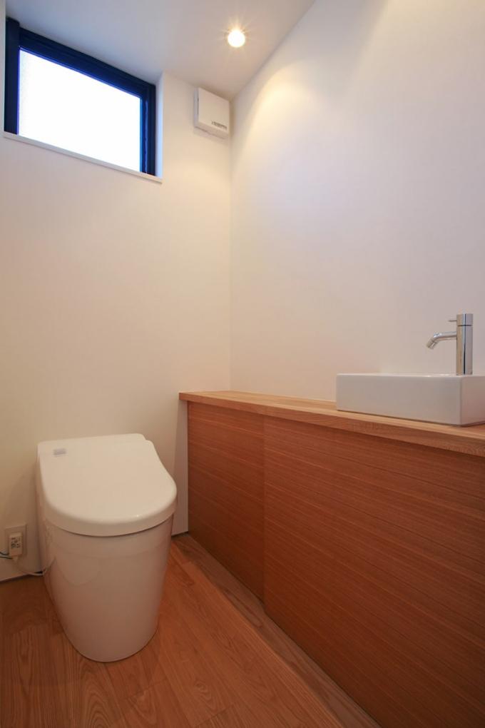 ハイサイドライトのあるトイレ