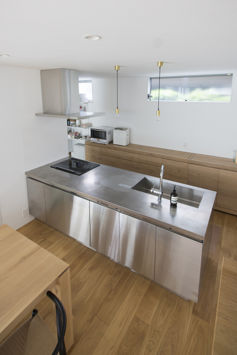 木とステンレスを使ったキッチンの施工例
