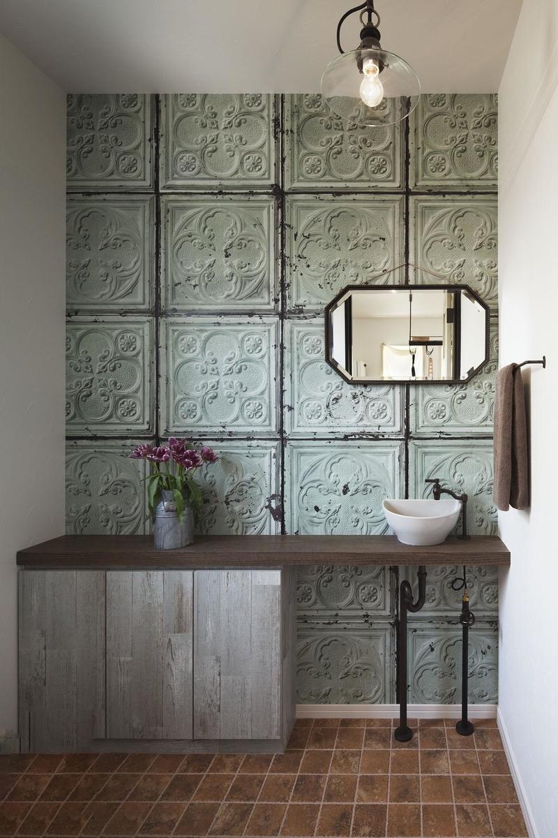 アンティークな雰囲気に造作したトイレ