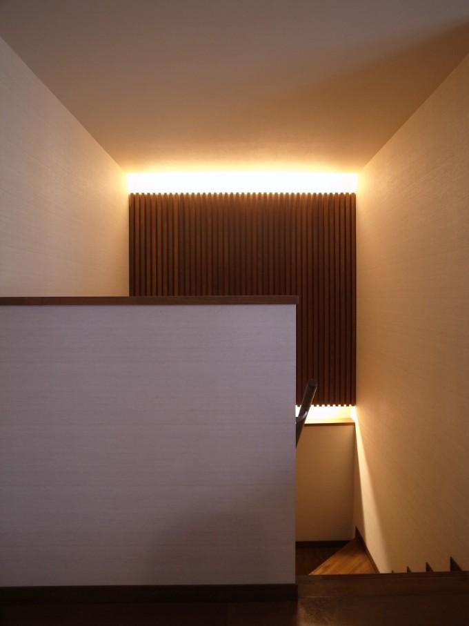 壁面に間接照明を設置した事例