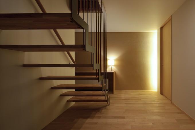 玄関ホールに間接照明を設置した事例