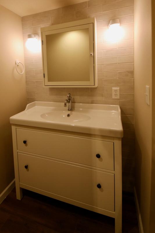 サブウェイタイルを使用した洗面室