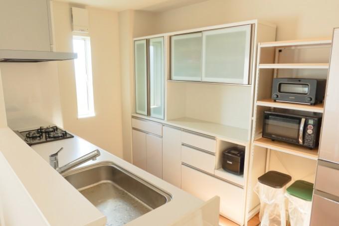 白を基調としたキッチン