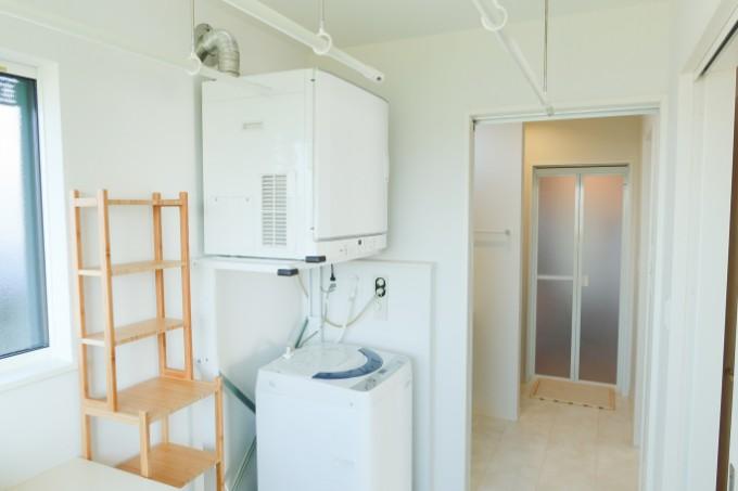 衣類乾燥機のある洗面室/注文住宅実例