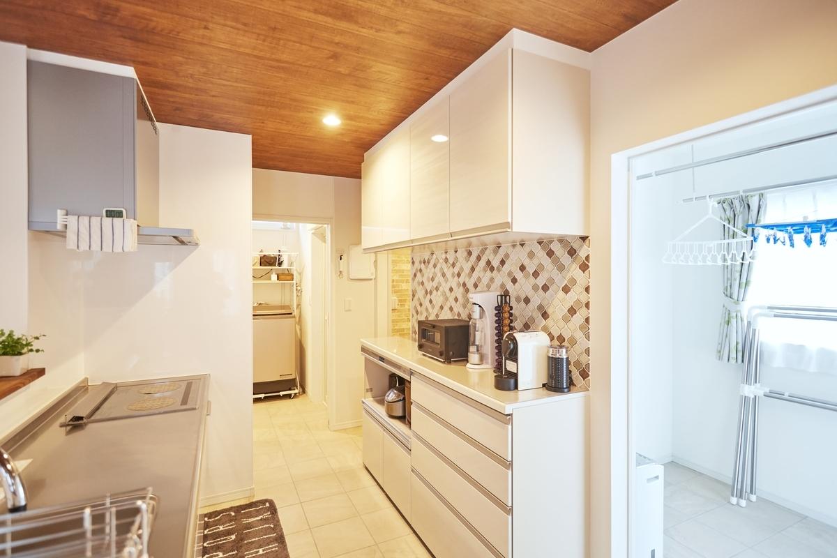 キッチンと隣接しているランドリールーム/注文住宅実例