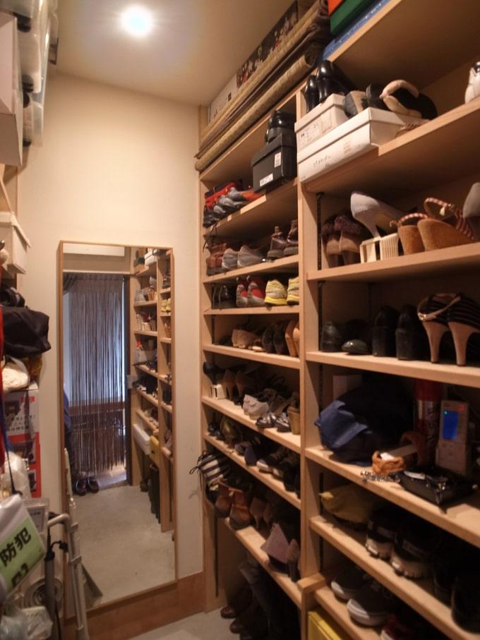 靴を履いたまま入ることのできるシューズクローク