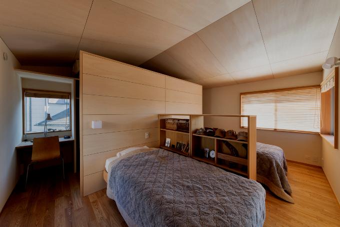 作業スペースのある寝室