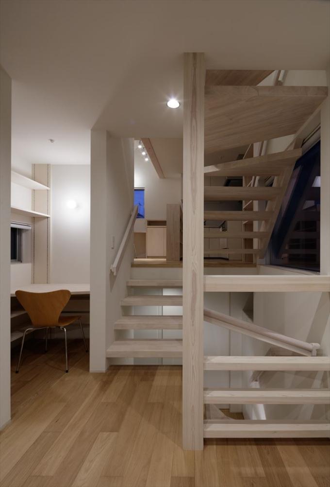 パーテーションの役割もあるスケルトン階段