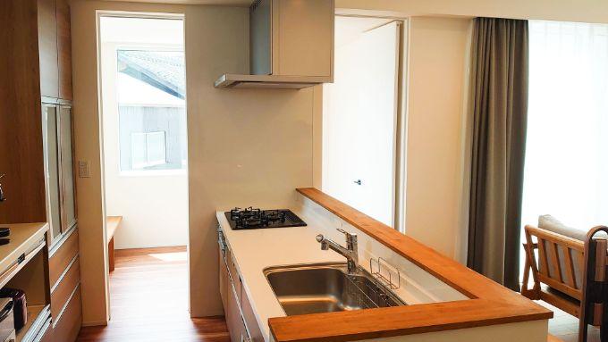 洋室やリビングを見渡せるキッチン/注文住宅実例