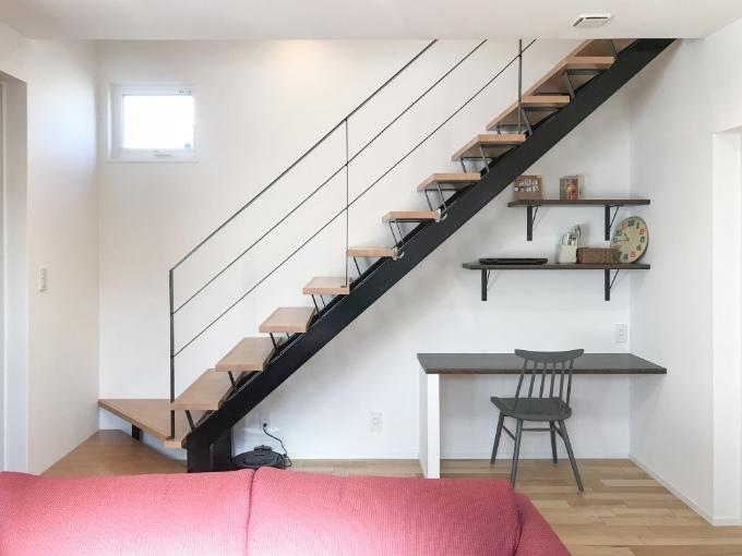 黒いスケルトン階段/注文住宅実例