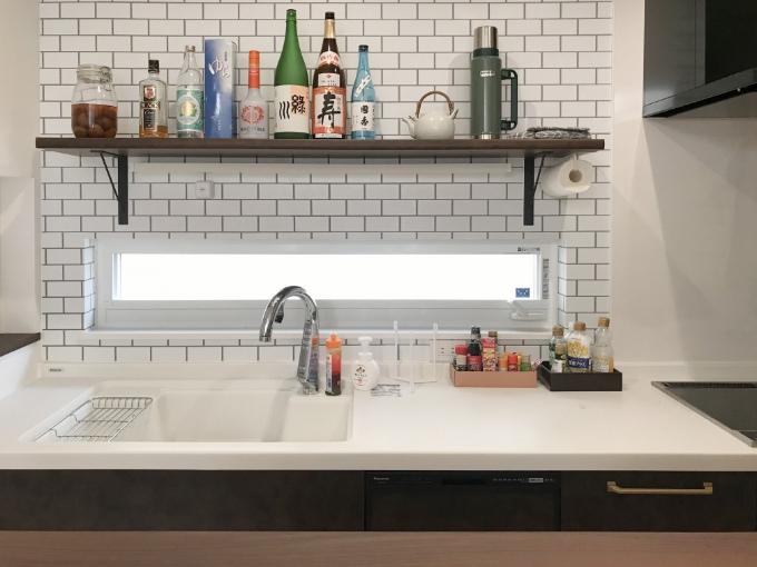窓を設けたキッチン/注文住宅実例