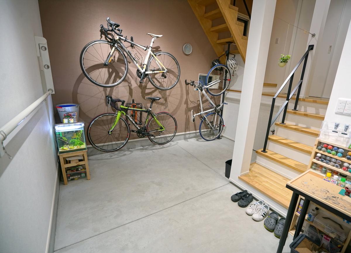 自転車を数台収納できる土間