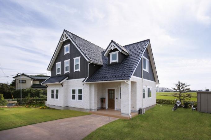 森のリゾートのような北欧スタイルの家(外観)