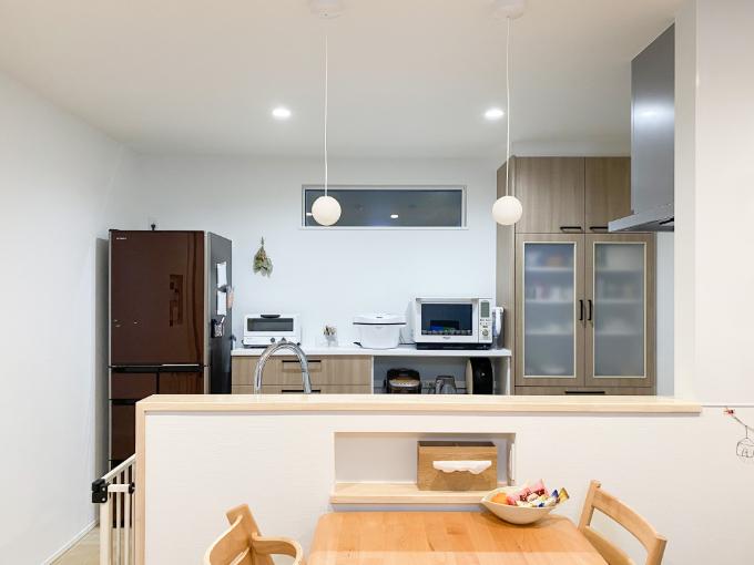 ペンダントライトを取り付けたキッチン/注文住宅実例