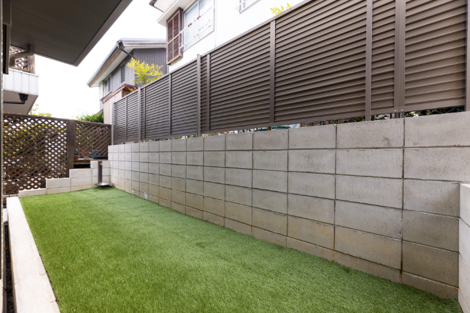 人工芝を敷いた庭/注文住宅実例