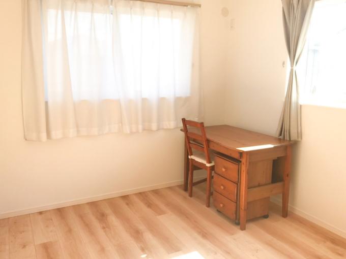 ほかの部屋と比べ床の色を明るくした子ども部屋/注文住宅実例