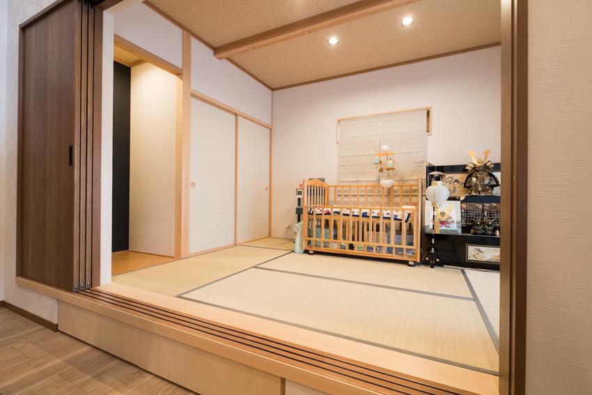 小上がりの和室の下には収納を設けている/注文住宅実例