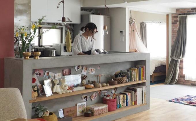 モルタルで仕上げたキッチンカウンター
