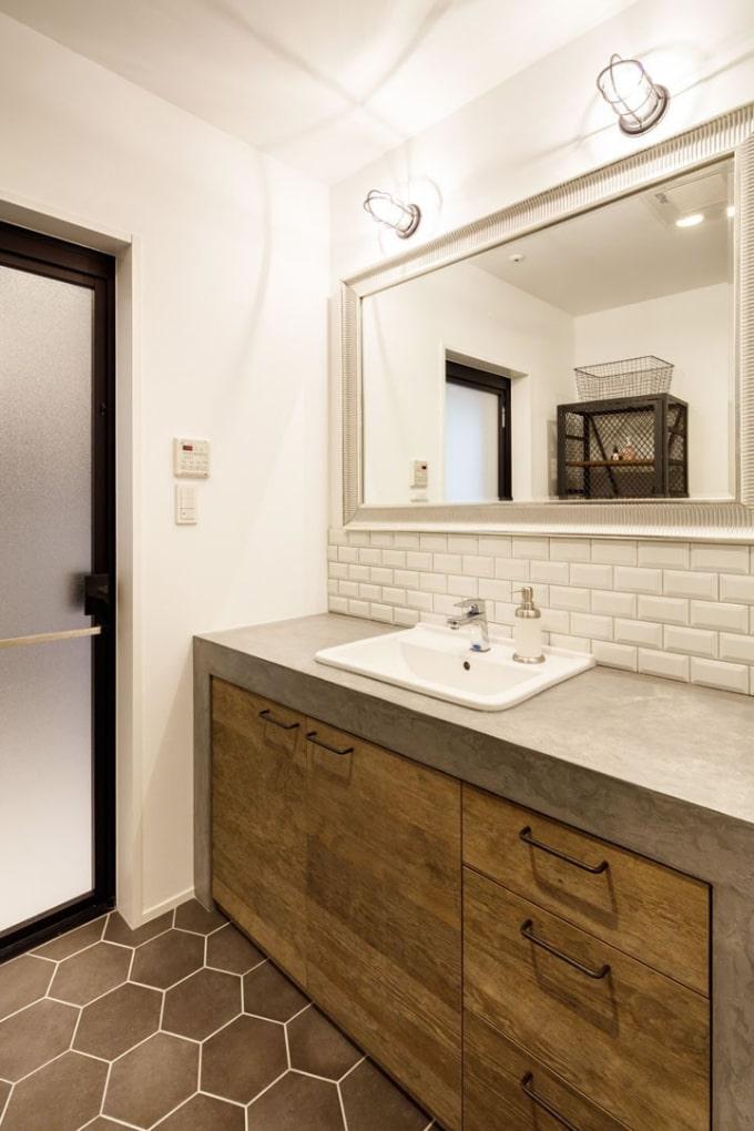 モルタルで仕上げた洗面台