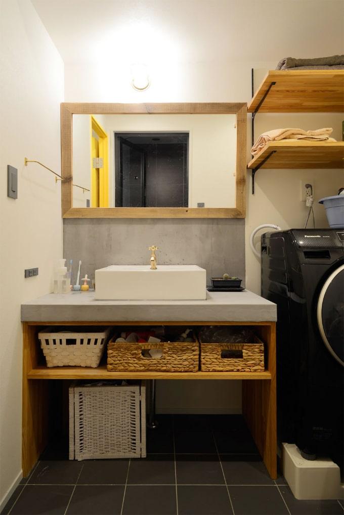 モルタルで仕上げで一体化させた洗面台