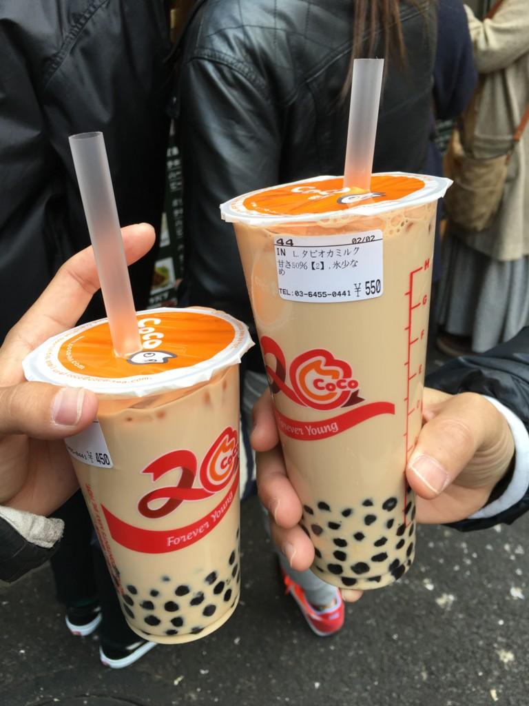 CoCo渋谷店のタピオカミルクティMサイズとLサイズ