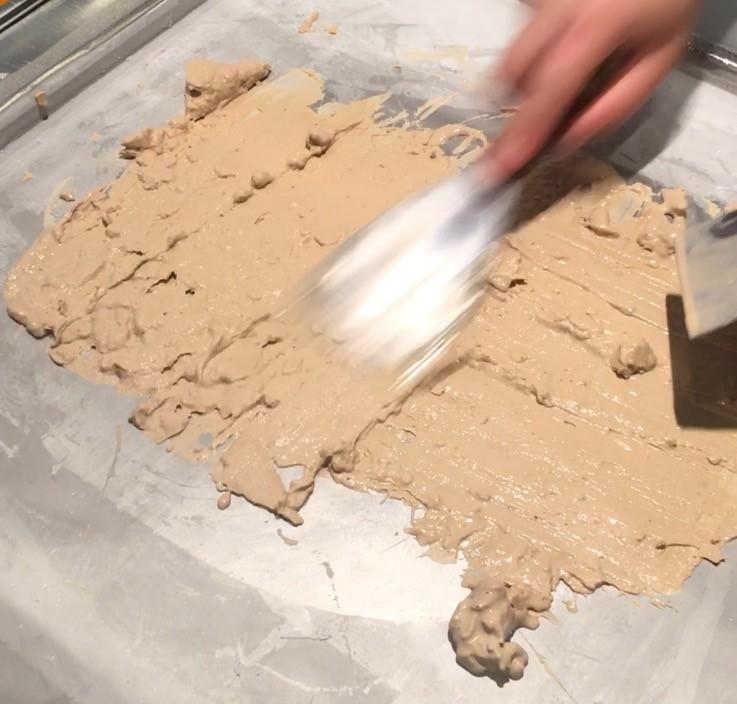 ロールアイスクリームファクトリーのアイスの伸ばす作り方