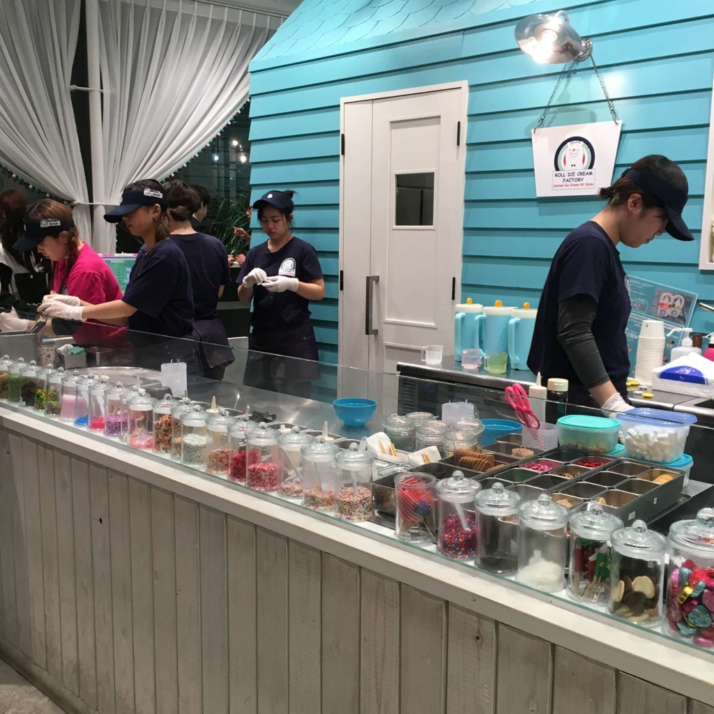 ロールアイスクリームファクトリー店内の様子