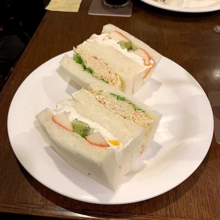 大通さえらのサンドイッチ