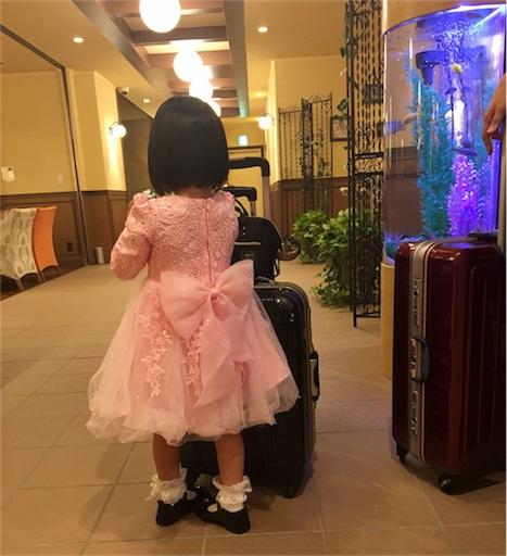 幼稚園児の娘のドレス後姿