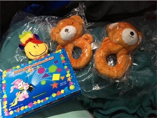 子供達に配られたプレゼントの写真