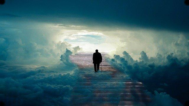天国に上る老人