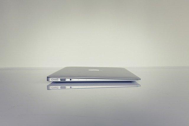 パソコンのみの机
